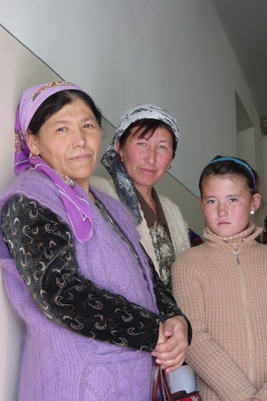 Three_women_at_clinic